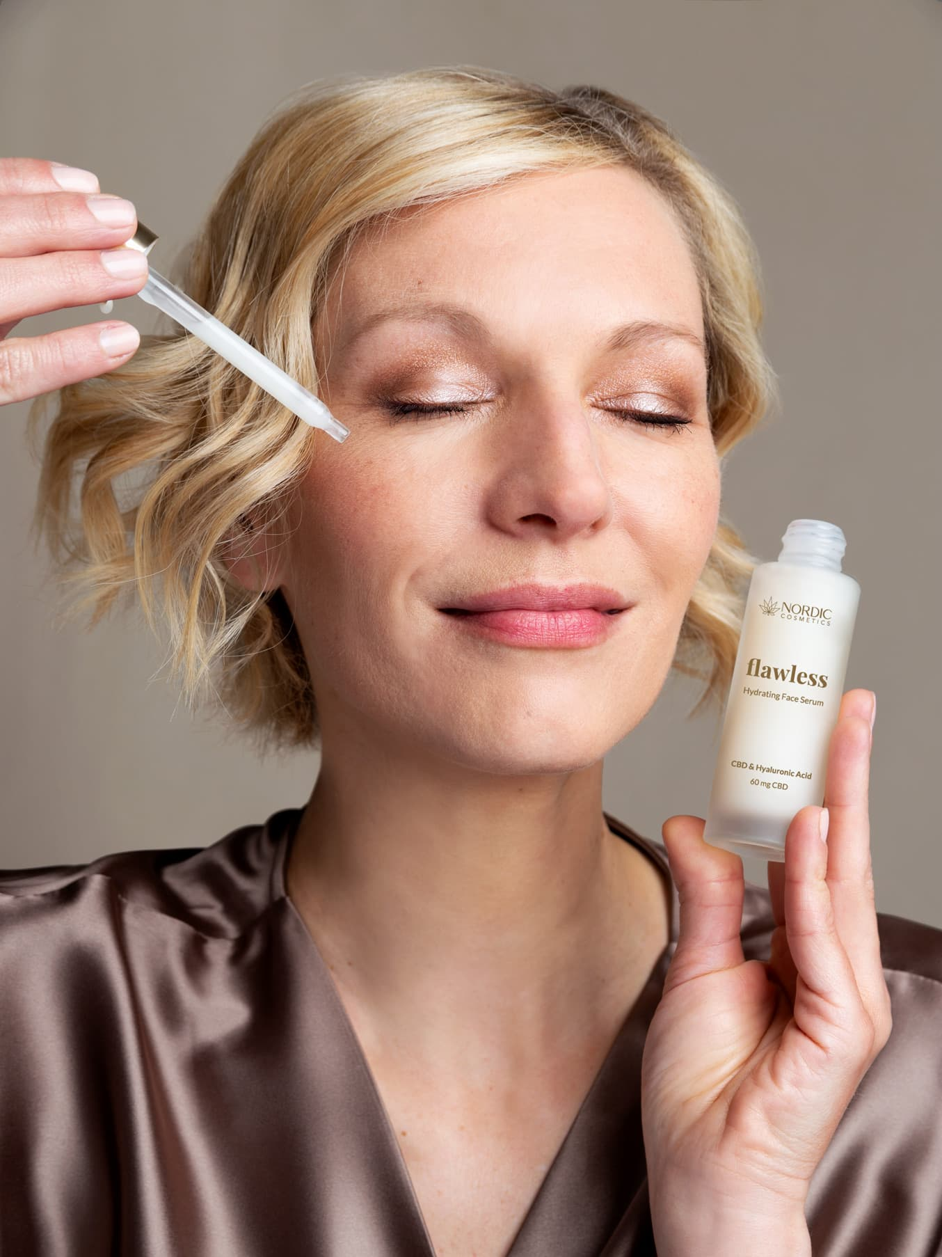 Face serum in use